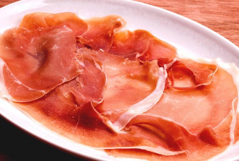 【2周年フェア】スペイン産生ハム&赤白泡40種食べ飲み放題を999円で!(7/28まで)】