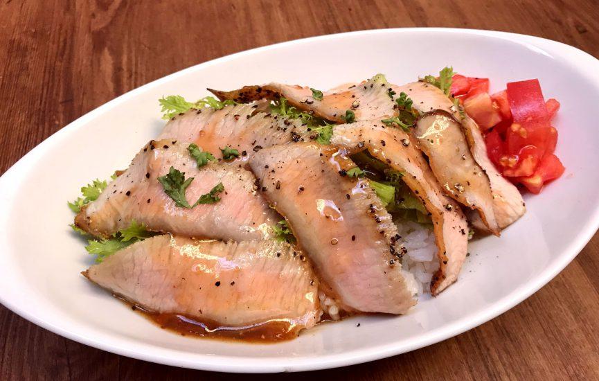 【今週の週替わりランチ:スペイン産赤豚のトントロボウルランチ(990円)】