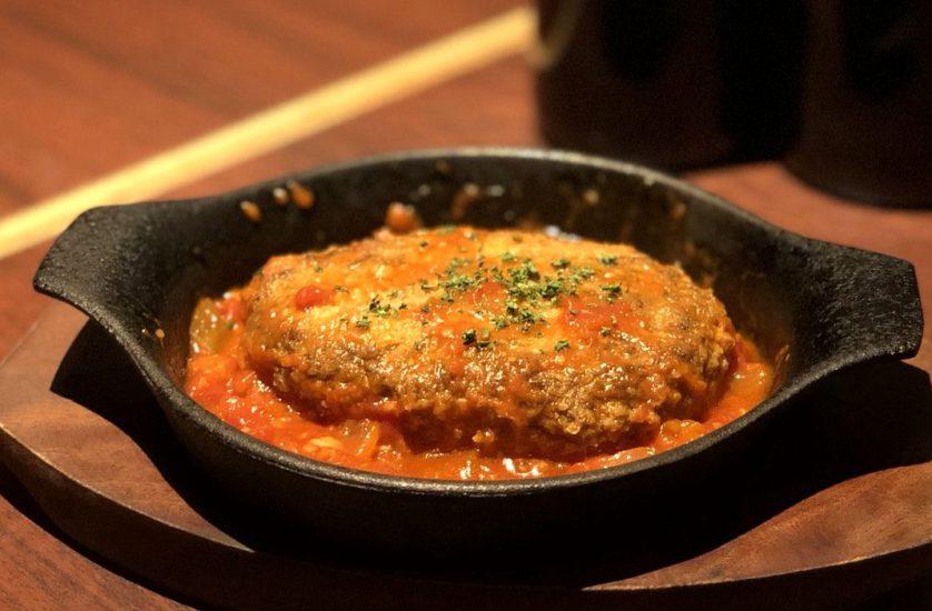 【今週の週替わりランチ:Salt特製 黒毛和牛ハンバーグ ~トマトチリソース~(990円)】