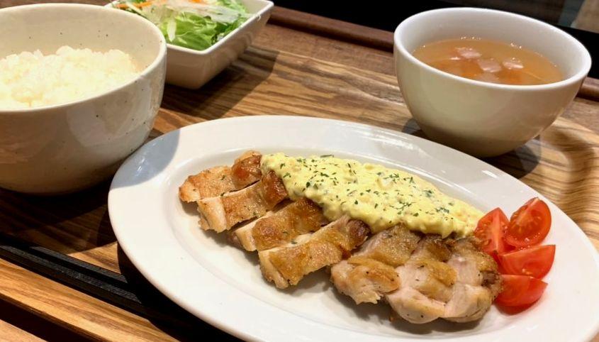 【今週の週替わりランチ:大山鶏のグリルチキン ~自家製タルタルソース添え~(900円)】
