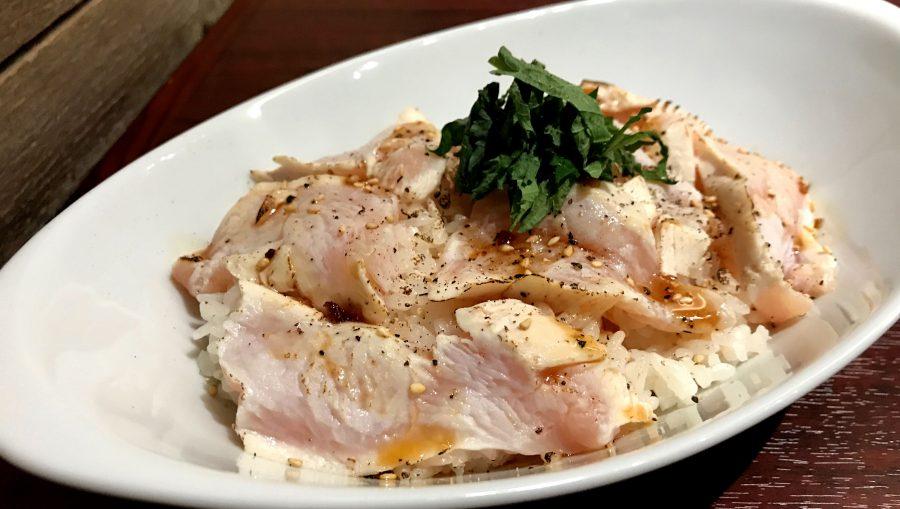 【今週の週替わりランチ:総州古白鶏の炙り丼(990円)】