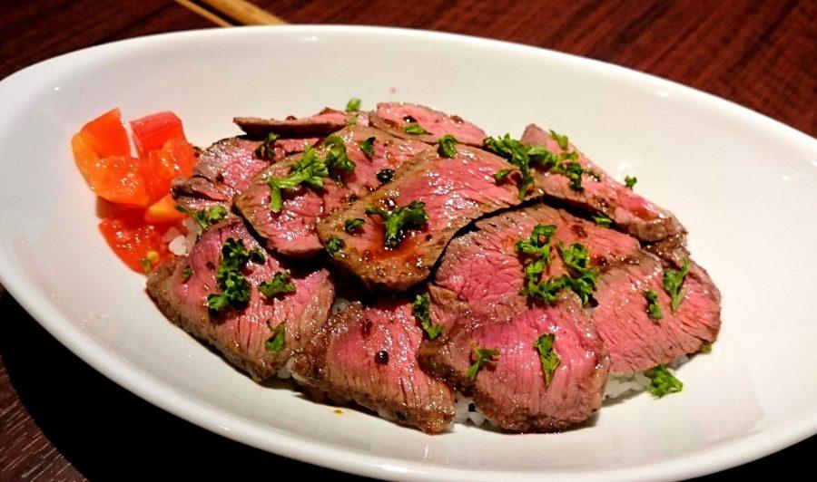 【BeefGarden恵比寿の今週の週替わりランチ:ビーフハラミステーキ丼ランチ(990円)】