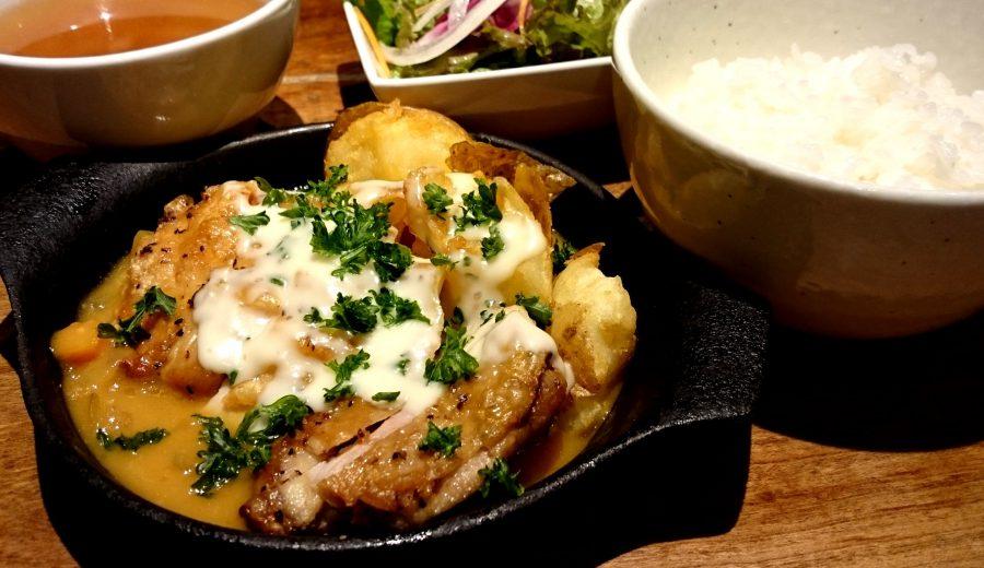 【Salt中目黒の今週の週替わりランチ:菜彩鶏とローストポテトのグラタン風~オマール海老の香り~(990円)】