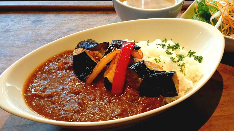 【Salt中目黒の今週の週替わりランチ:夏野菜たっぷりスパイシーマサラカレー(990円)】