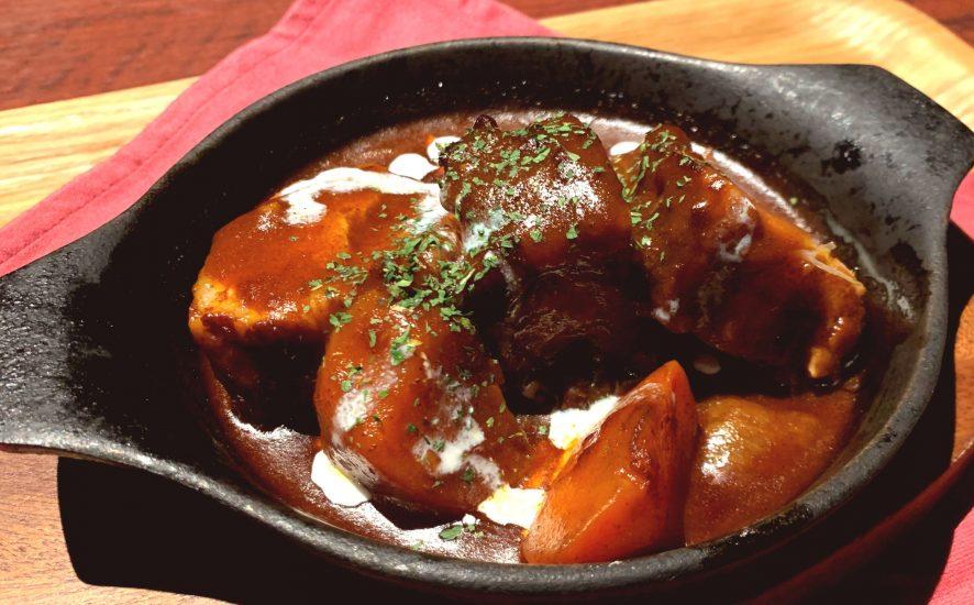 【今週の週替わりランチ:豚バラ肉の煮込み ~特製デミグラスソース~(950円)】