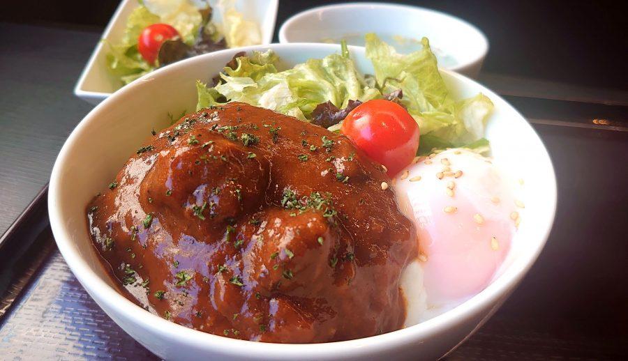 【BeefGarden恵比寿の今週の週替わりランチ:黒毛和牛のロコモコ丼 ~自家製デミグラスソース~(1,190円)】