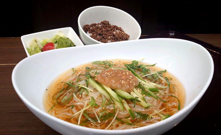 【BeefGarden恵比寿の今週の週替わりランチ:梅じそ冷麺+そぼろ丼セットランチ(990円)】