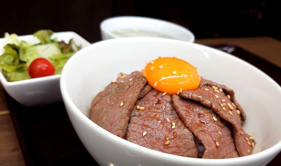 【BeefGarden恵比寿の今週の週替わりランチ:黒毛和牛赤身ロースの炙り丼ランチ(1,290円)】