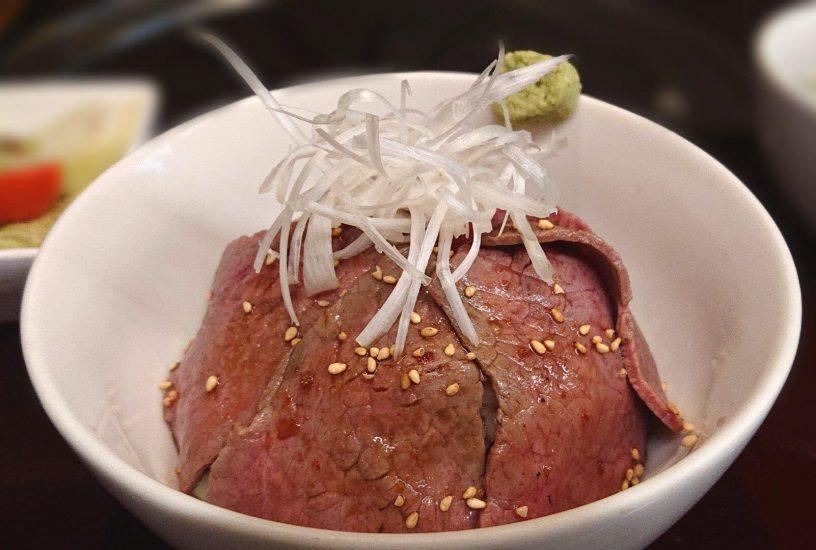 【BeefGarden恵比寿の今週の週替わりランチ:黒毛和牛炙りロース丼(1,290円)】