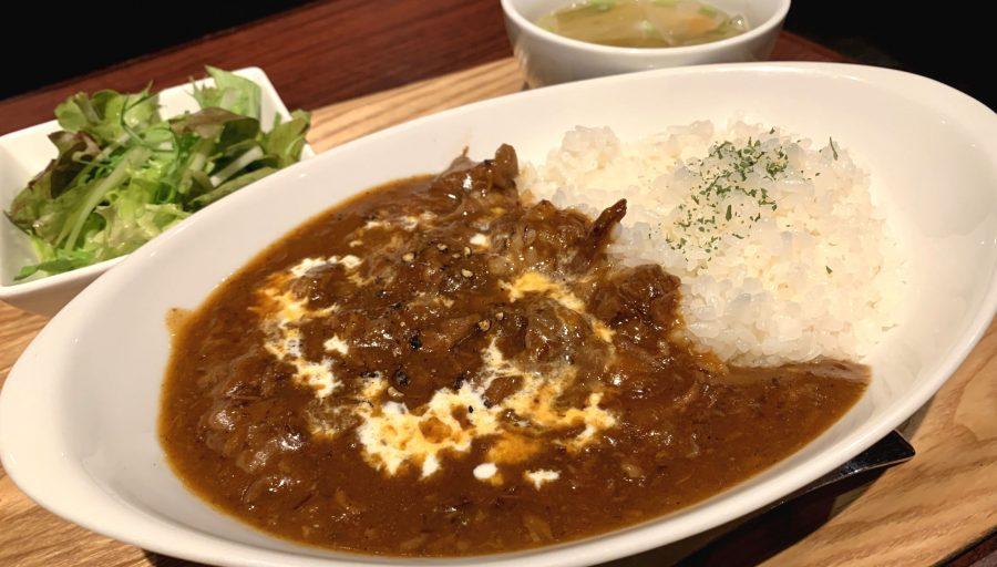 【今週の週替わりランチ:じっくり煮込んだ牛スジ肉の特製ハヤシライス(900円)】